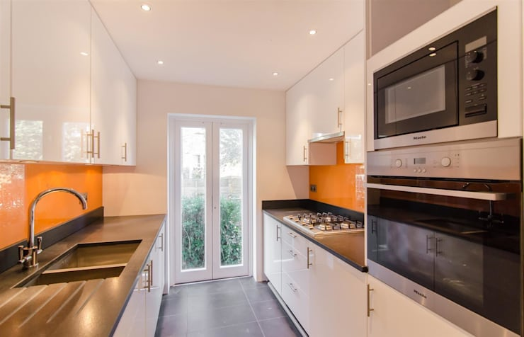 London Townhouse:  Kitchen by adventures in living