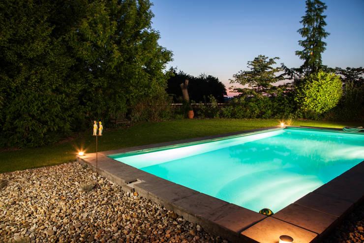 Zwembad:  Tuin door Gernell Hoveniers