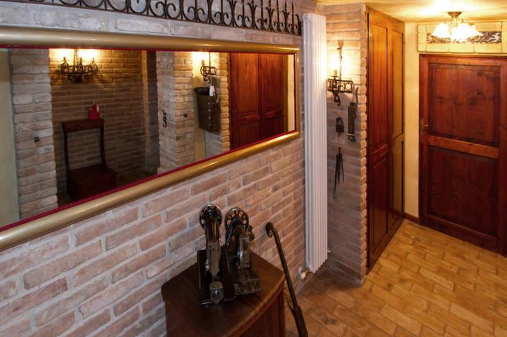 Casale Rustico: Cantina in stile in stile Rustico di  Interior Design Stefano Bergami