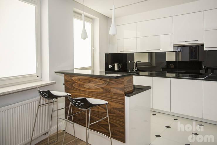 Mieszkanie młodej humanistki. : styl , w kategorii Kuchnia zaprojektowany przez HOLADOM Ewa Korolczuk Studio Architektury i Wnętrz