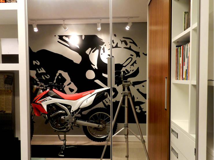 Home Office Ap Zona Sul IV, Porto Alegre: Escritórios  por Estúdio AZ Arquitetura