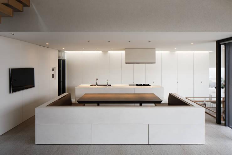 S residence: 山崎壮一建築設計事務所が手掛けたダイニングです。,