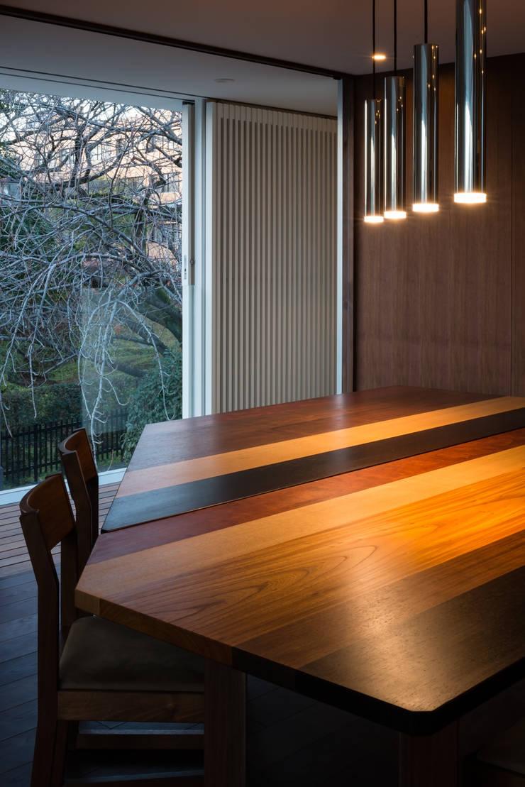 駒場の家: 山崎壮一建築設計事務所が手掛けたダイニングです。