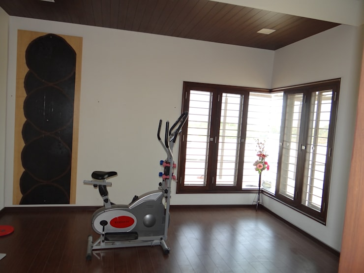 Residence of Mr. Vijayanand :  Gym by Hasta architects