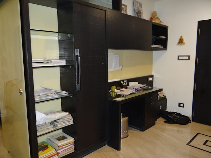 Residence of Mr. Vijayanand :  Study/office by Hasta architects