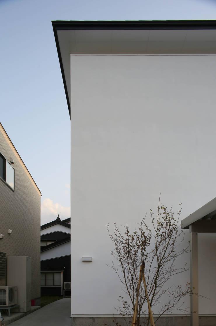 Casas de estilo  por 深山知子一級建築士事務所・アトリエレトノ, Moderno