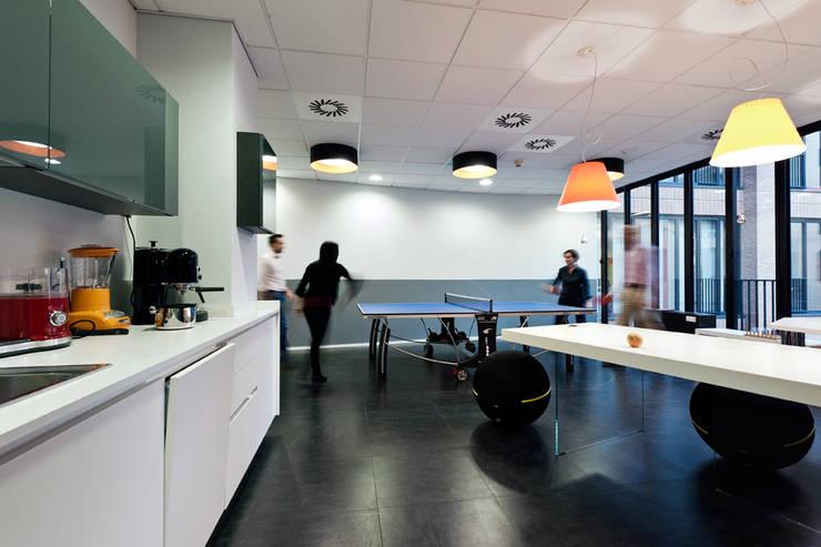 OPEN KNOWLEDGE OFFICE: Cucina in stile  di Tommaso Giunchi Architect