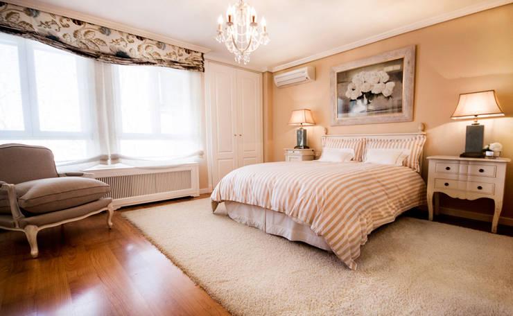 Clásico, el estilo que revaloriza.: Dormitorios de estilo  de Apersonal