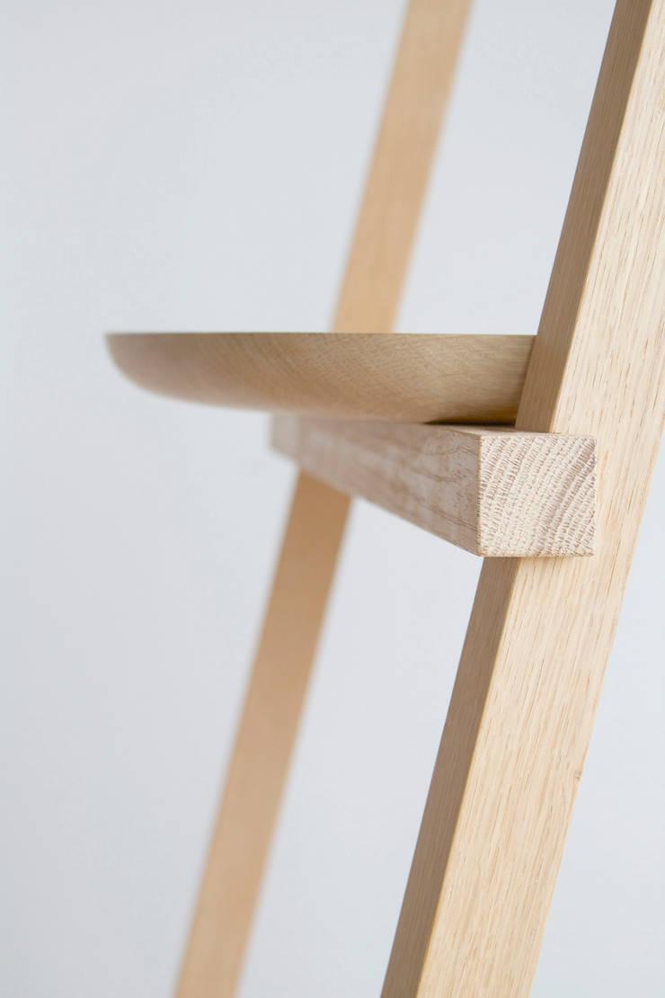 2014 Beam armleuningstoel:   door Oato. Design Office, Minimalistisch