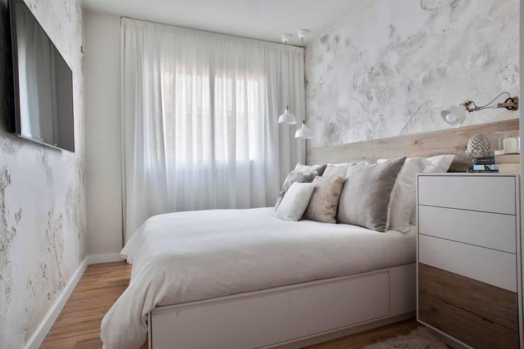 Cabecero de cama de madera antigua: Dormitorios de estilo  de Paletto's Furnature