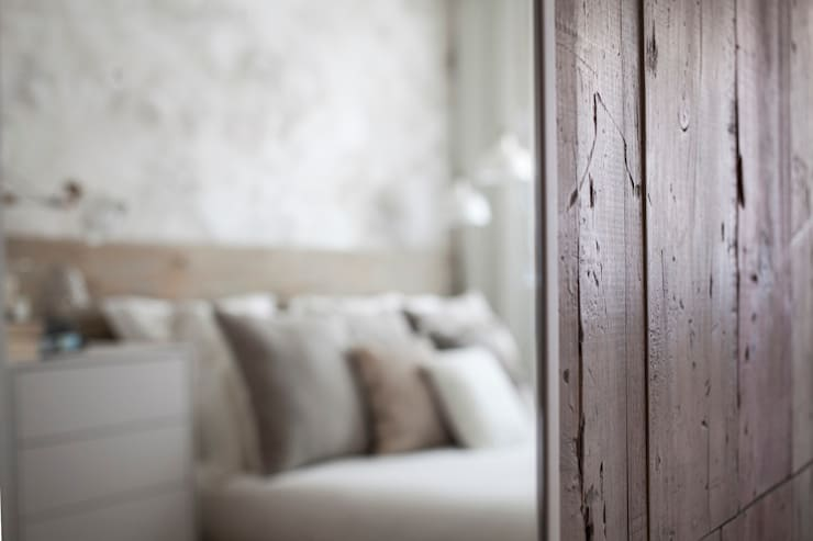 Puertas de armario de madera de encofrar: Puertas y ventanas de estilo  de Paletto's Furnature