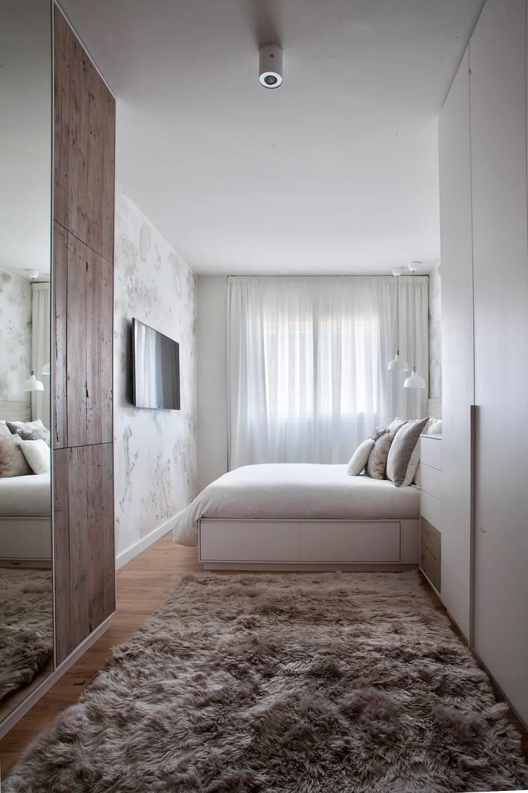 Puertas de armario, cabecero de cama y puertas de cajón de madera antigua: Dormitorios de estilo  de Paletto's Furnature