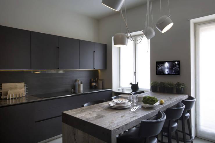 Quindiciquattro: Cucina in stile in stile Moderno di Studio Fabio Fantolino