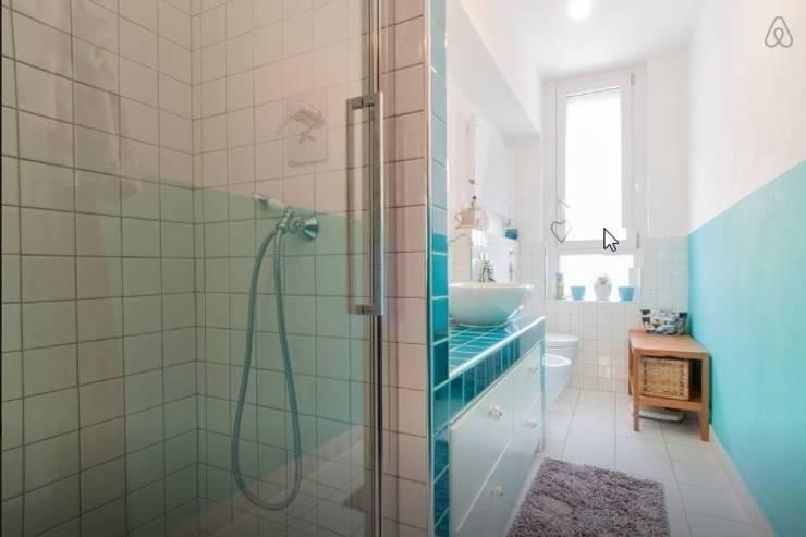 Casa F&C - Milano: Bagno in stile in stile Moderno di barbarapenninoarchitetto