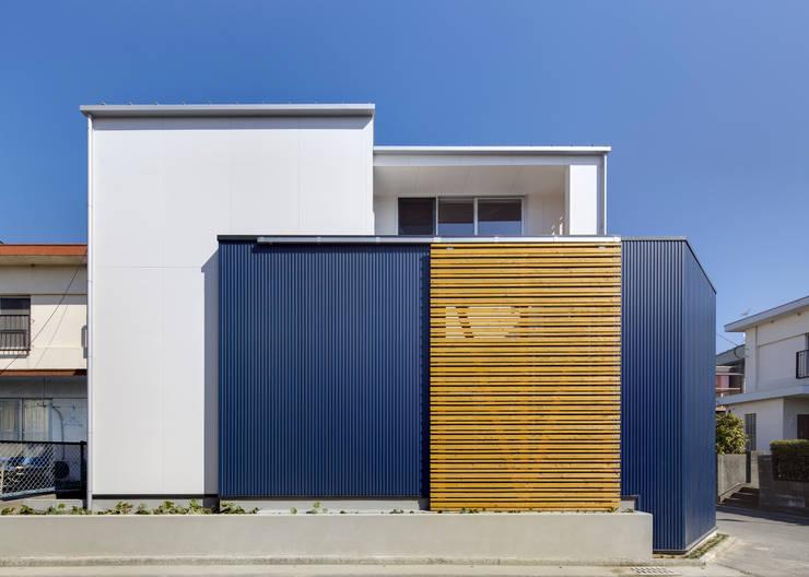 外観2: 有島忠男設計工房が手掛けた家です。