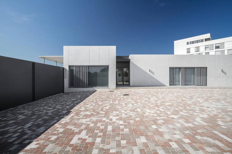 Volúmenes limpios: Casas de estilo  de Hernández Arquitectos