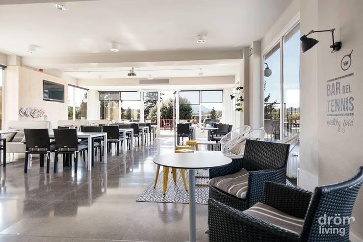 Bar del Tennis de Vic: Bares y Clubs de estilo  de Dröm Living