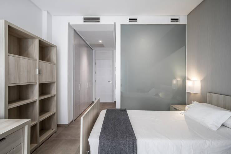 Habitaciones: Dormitorios de estilo minimalista de Hernández Arquitectos