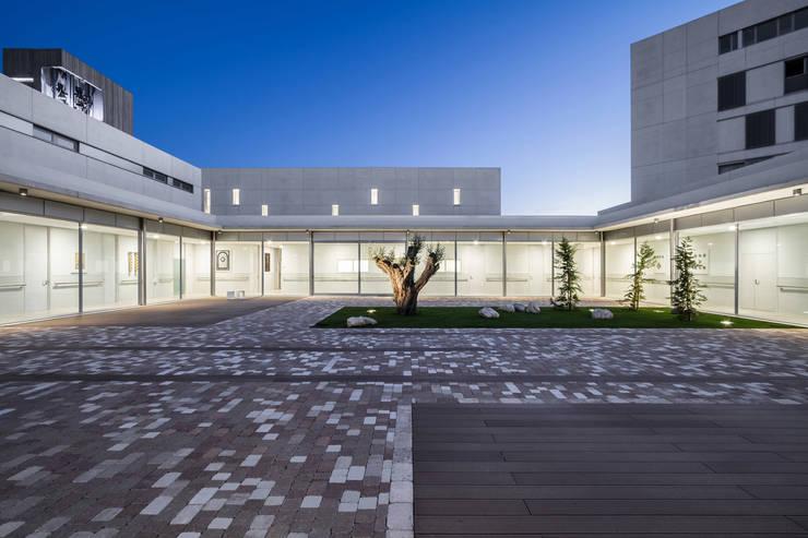 Casas de estilo  por Hernández Arquitectos