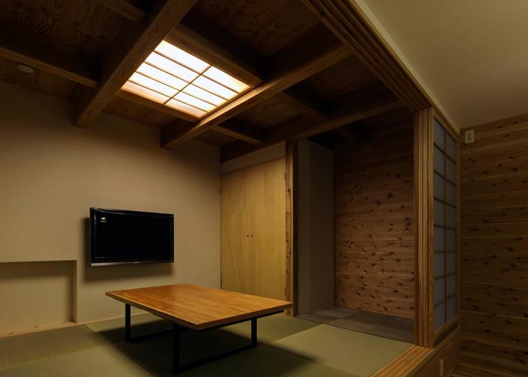 和室4.5帖: 有島忠男設計工房が手掛けたダイニングです。