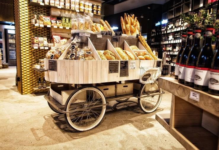 Carrito de pan en hierro soldado y madera: Oficinas y tiendas de estilo  de Paletto's Furnature