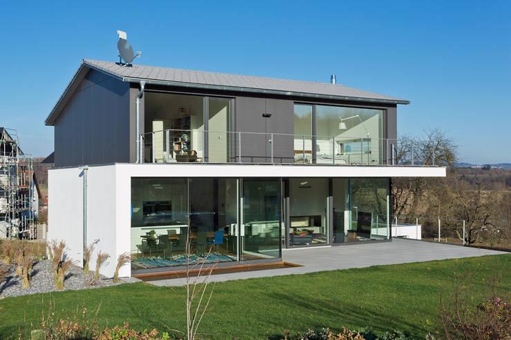 บ้านและที่อยู่อาศัย by m67 architekten