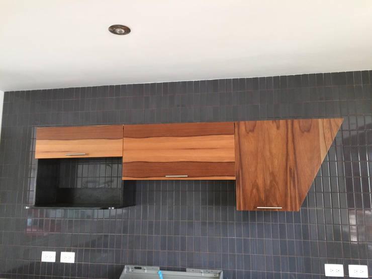 Diseño: Cocinas de estilo moderno por DODA Arquitectura + Diseño