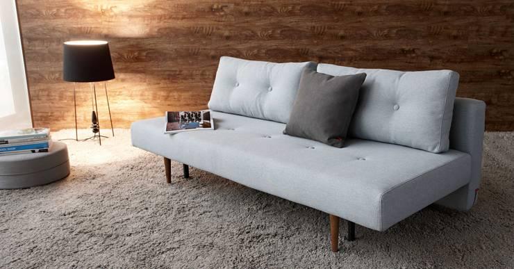 Divano Letto Recast Soft Pacific Pearl By Innovation: Soggiorno in stile in stile Scandinavo di Angolo Design