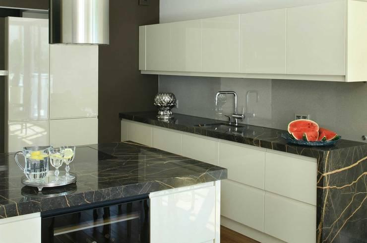 SASKA KĘPA: styl , w kategorii Kuchnia zaprojektowany przez INSPACE