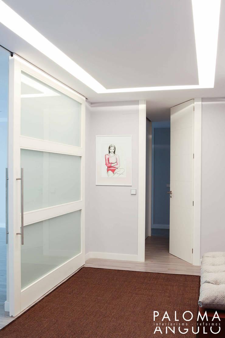 Коридор и прихожая в . Автор – Interiorismo Paloma Angulo, Модерн