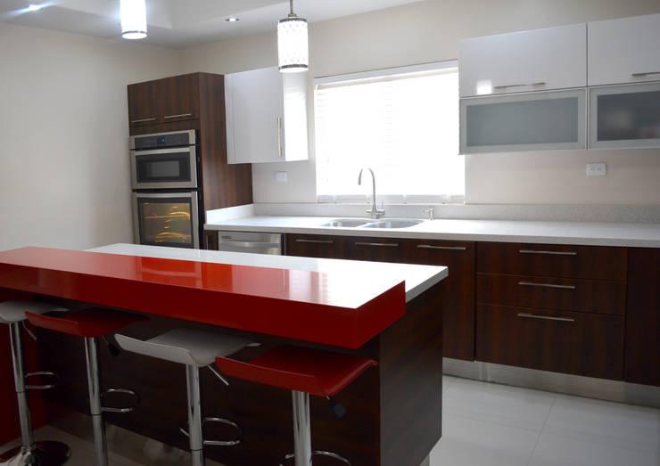 Kitchen by Toren Cocinas , Modern