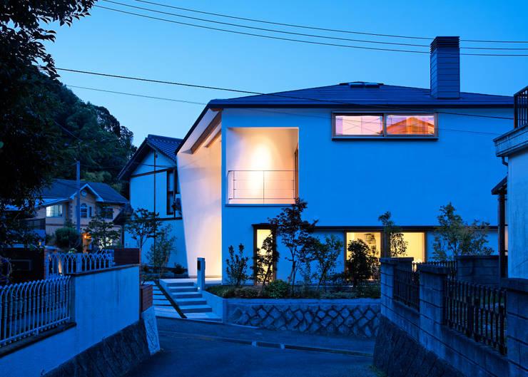 谷間の家: 株式会社 長野総合建築事務所が手掛けた家です。,モダン