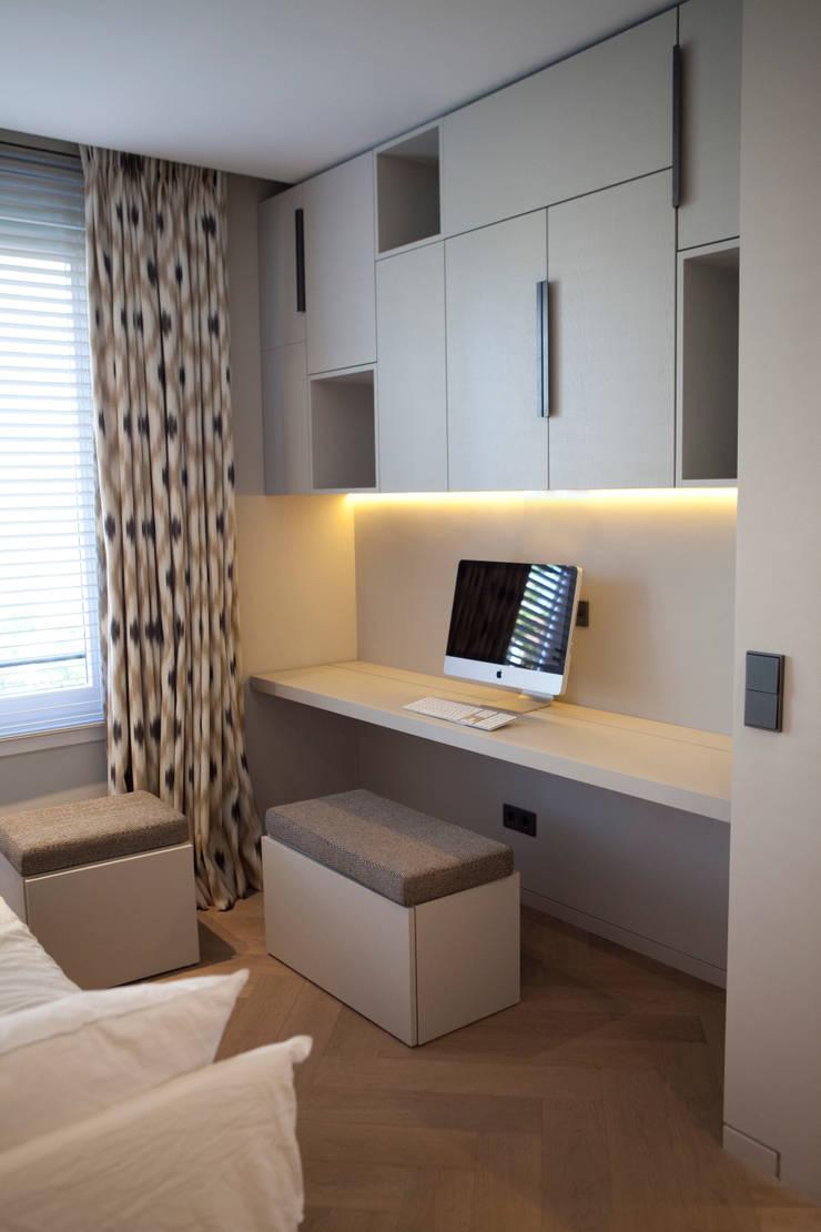 QUEENS:  Studeerkamer/kantoor door Binnenvorm, Modern