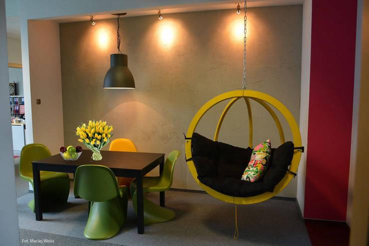 Zalubska Studio Projekt Open Spaces dla Media Com Warszawa Space 2: styl , w kategorii Przestrzenie biurowe i magazynowe zaprojektowany przez Zalubska Studio