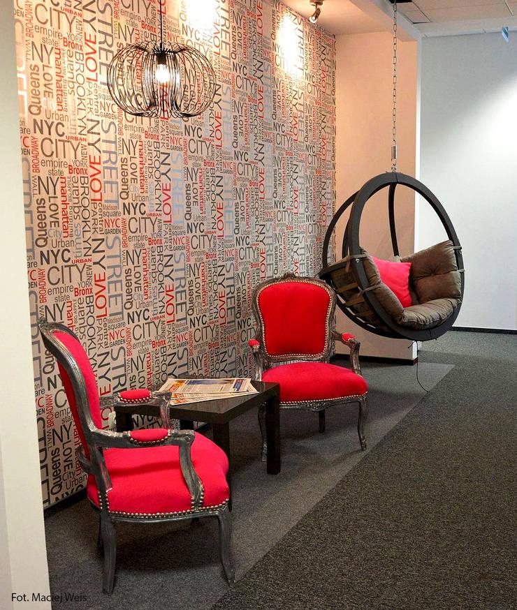 Zalubska Studio Projekt Open Spaces dla Media Com Warszawa Space 1: styl , w kategorii Przestrzenie biurowe i magazynowe zaprojektowany przez Zalubska Studio