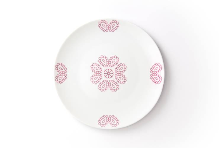 Porcelanowy talerz z kolekcji Makatka Róż marki Zulana(śr.21cm): styl , w kategorii Jadalnia zaprojektowany przez Zulana