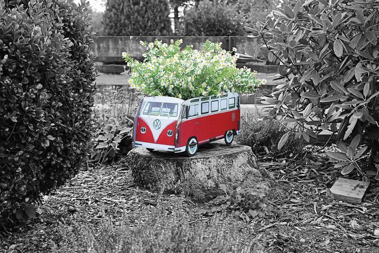 Blumenkasten VW T1 – groß: ausgefallener Garten von Werkhaus Design + Produktion GmbH