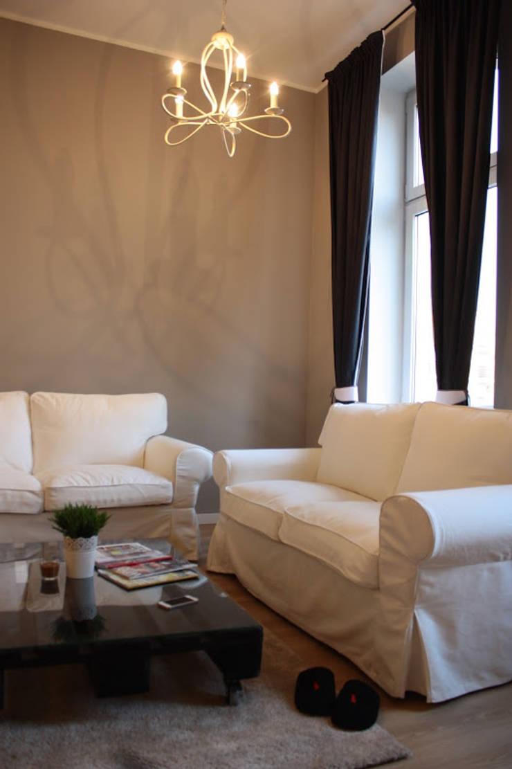 Metamorfoza Apartamentu : styl , w kategorii Salon zaprojektowany przez Remline Jakub Skowroński,Skandynawski