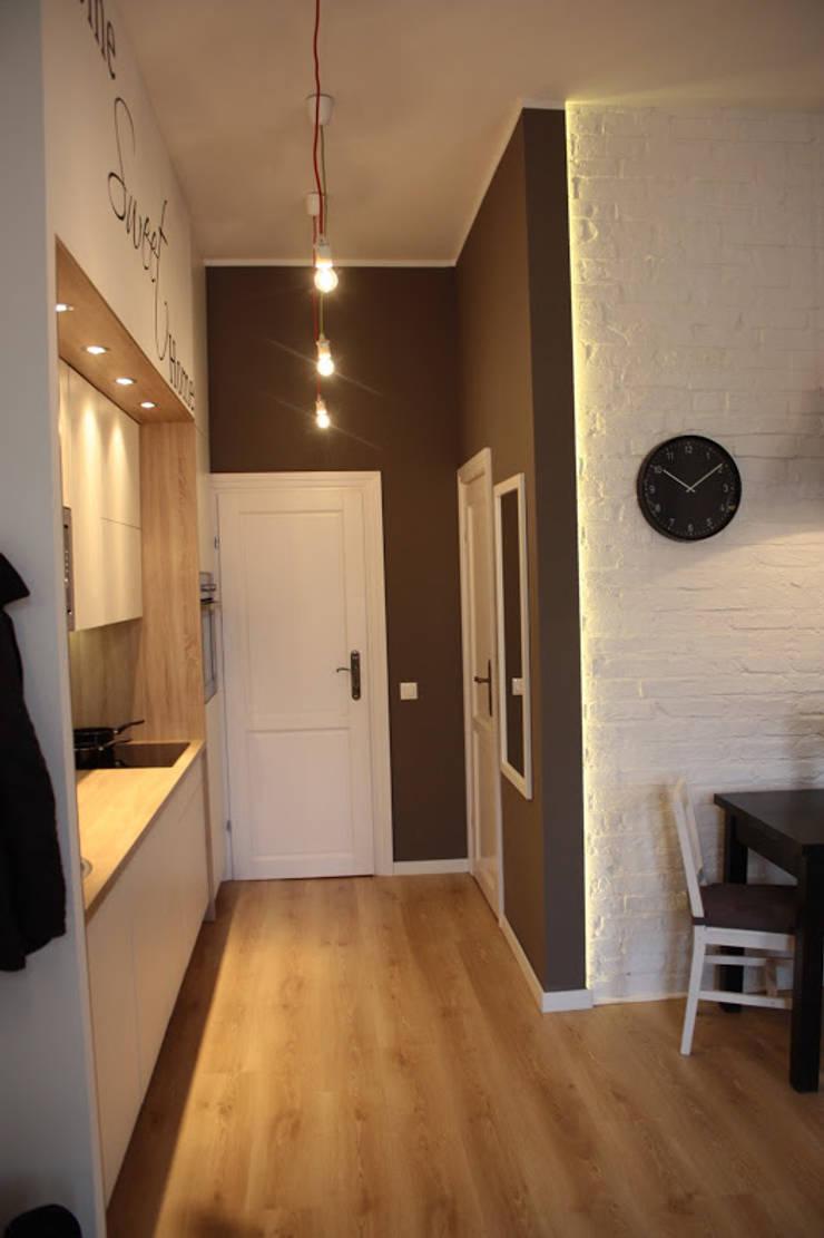 Metamorfoza Apartamentu : styl , w kategorii Korytarz, przedpokój zaprojektowany przez Remline Jakub Skowroński,Skandynawski