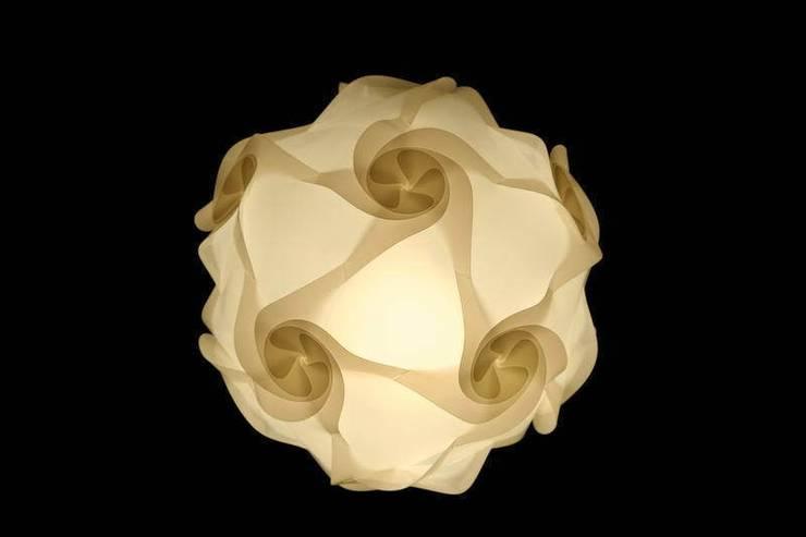 Swirl: styl , w kategorii Salon zaprojektowany przez Light of Mind