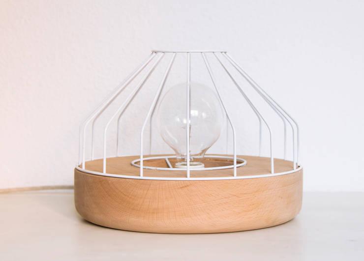 Lámpara Xilo: Hogar de estilo  de Ángel Tausía