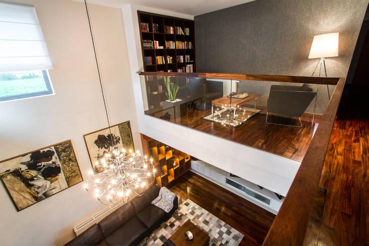 Living room by Viva Design - projektowanie wnętrz,