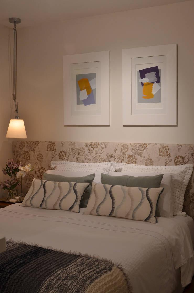 Apartamento Vila Olímpia /SP Quartos clássicos por Renata Romeiro Interiores Clássico