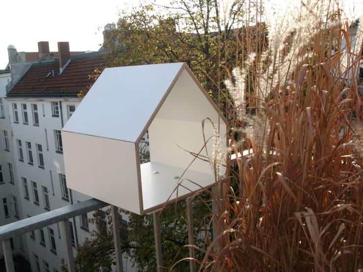 Multiplex Birke weiß:  Balkon, Veranda & Terrasse von homify