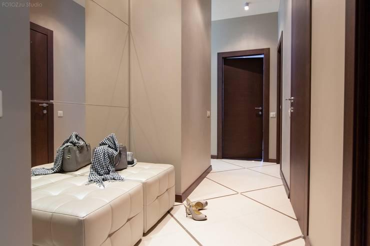 Простор и чистота. Квартира для молодой семьи с ребёнком. : Коридор и прихожая в . Автор – INTERIOR PROJECT studio