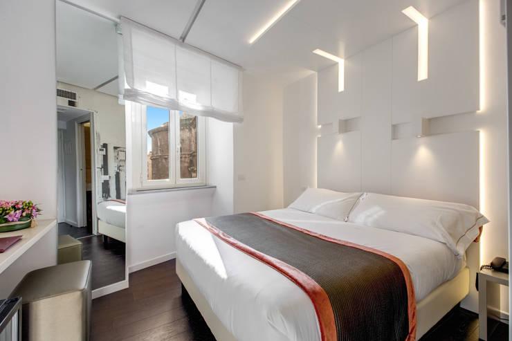 7 tricks um im schlafzimmer platz zu sparen inklusive fotos. Black Bedroom Furniture Sets. Home Design Ideas
