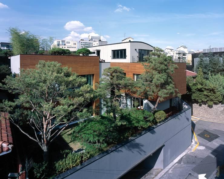 논현동 P빌라: (주)단우에이앤에이 건축사사무소의  주택