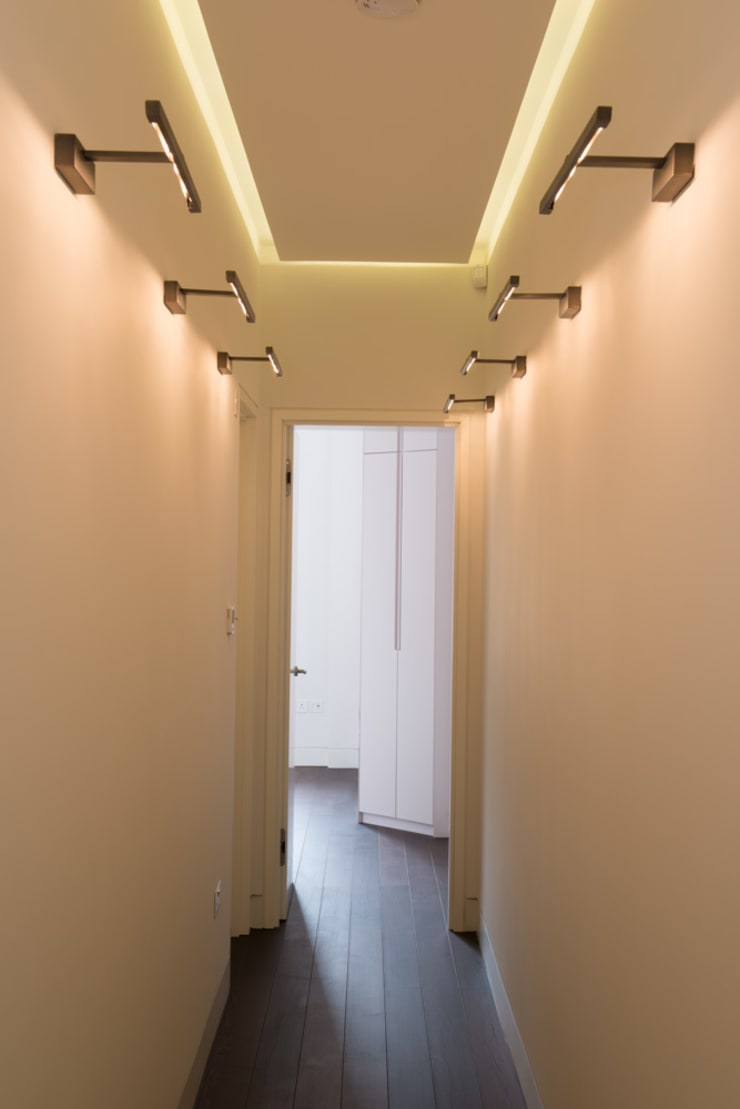 London Maida Vale flat refurbishment:  Corridor & hallway by Ar'Chic