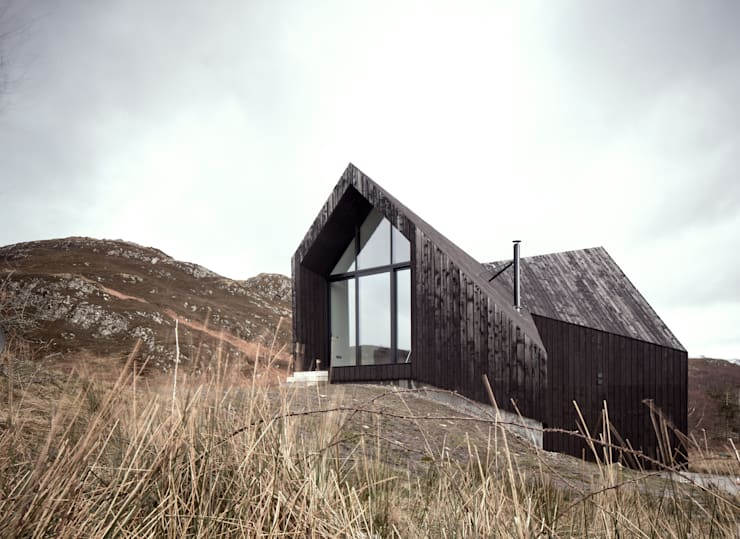 House At Camusdarach Sands Main Elevation: modern Houses by Raw Architecture Workshop