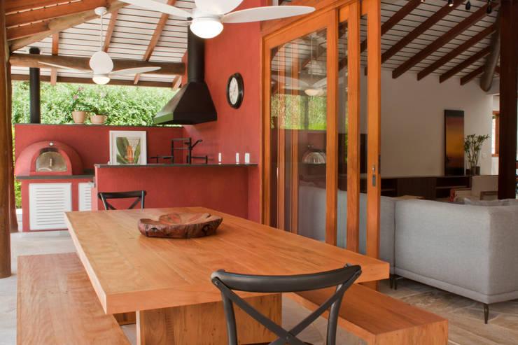Terrazas de estilo  por Renata Romeiro Interiores